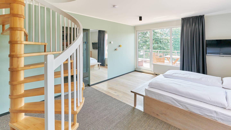 juniorsuite im wellness und designhotel in schleswig holstein. Black Bedroom Furniture Sets. Home Design Ideas